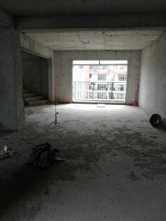 (桂平)现代人家5室4厅4卫290m²顶层复式毛坯房